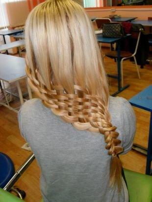 """Цвет волос карамельный блондин, модное плетение """"решетка"""""""