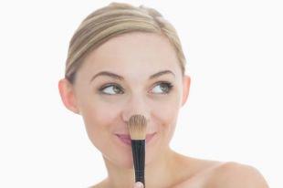 Хотите узнать как скрыть прыщи с помощью макияжа?