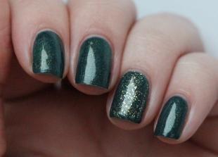 Зеленый маникюр, насыщенный зеленый маникюр с блестками