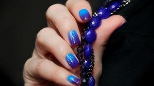 Градиентный маникюр шеллаком, градиентный маникюр в синих тонах