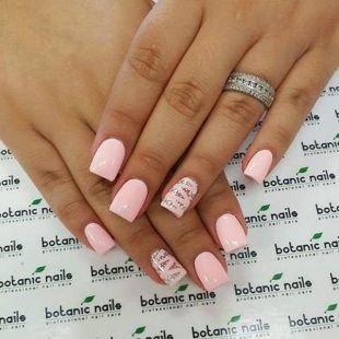 Нарощенные ногти, розовый маникюр с матовым лаком