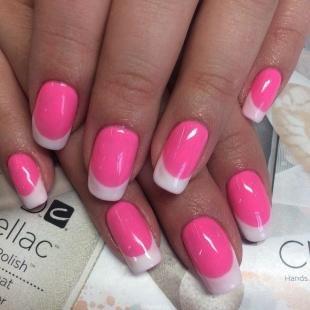 Бело-розовый маникюр, ярко-розовый френч с белыми кончиками