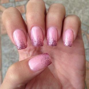 Розовый маникюр, розовый френч с блестками