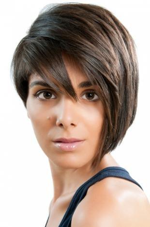 Цвет волос мокко на короткие волосы, стрижка боб с удлиненной челкой
