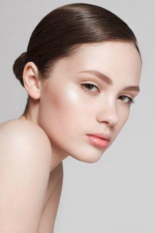Легкий макияж для зеленых глаз, макияж на 1 сентября для темных волос