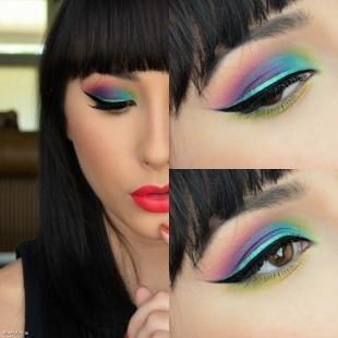 Макияж для тёмно зелёных глаз и тёмных волос, яркий клубный макияж