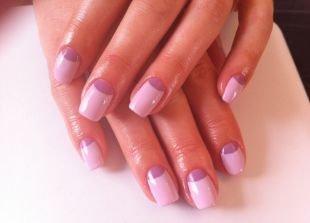 Двухцветный маникюр, нежный сиренево-розовый лунный маникюр с покрытием шеллаком