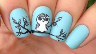 Рисунки совы на ногтях, голубой маникюр с совенком