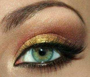 Темный макияж для зеленых глаз, макияж зеленых глаз в бронзово-золотой гамме