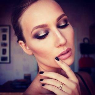 Макияж под фиолетовое платье, моделирование лица с помощью макияжа