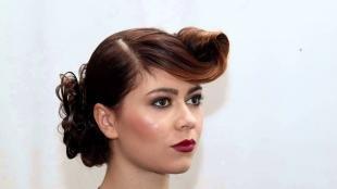 Красно каштановый цвет волос на длинные волосы, прическа в ретро стиле на длинные волосы