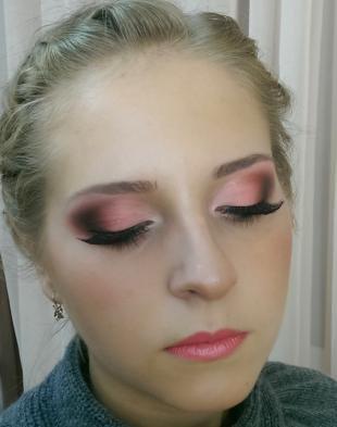 Яркий макияж для серых глаз, макияж с накладными ресницами