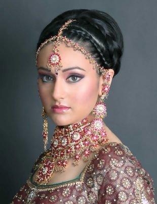 Свадебный макияж в восточном стиле, макияж для серых глаз в индийском стиле