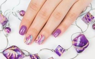 Дизайн ногтей, бледно-фиолетовый маникюр с красивым рисунком