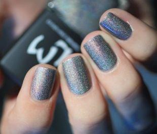 Серый маникюр, блестящий серебристый маникюр на коротких ногтях