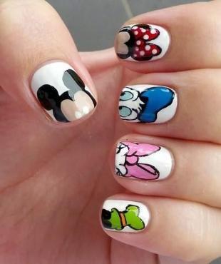 Рисунки Микки Мауса на ногтях, маникюр в стиле дисней