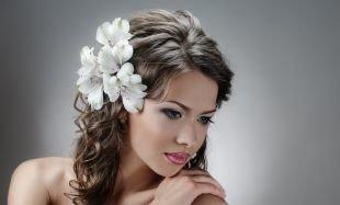 Свадебный макияж в персиковых тонах, нежный свадебный макияж для голубых глаз