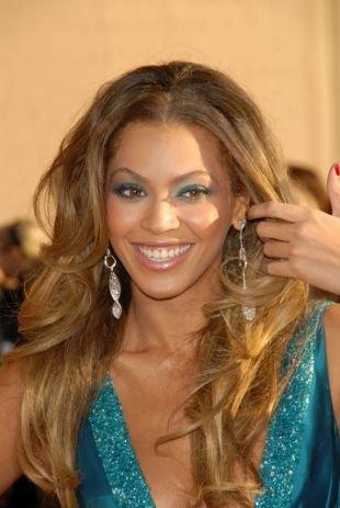 Макияж для карих глаз под синее платье, макияж для шатенок с голубыми тенями