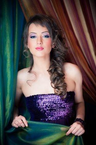 Макияж под фиолетовое платье, макияж на праздник для голубых глаз