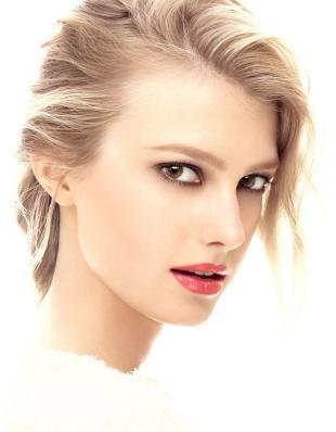 Макияж для круглых карих глаз, повседневный макияж с яркой помадой