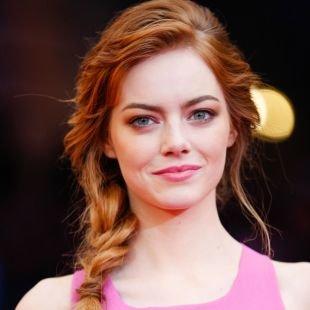 """Золотисто каштановый цвет волос на длинные волосы, прическа для круглого лица - свободный """"рыбий хвост"""""""