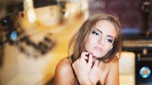 Макияж под фиолетовое платье, макияж для голубых глаз и темно-русых волос
