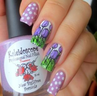 Китайская роспись ногтей, маникюр с тюльпанами на длинные ногти