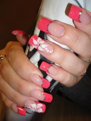 Французский маникюр (френч), розовый френч с белыми цветами и блестками