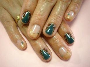 Бежевый маникюр, бежевый френч со вставками цвета морской волны и леопардовой основой на коротких ногтях