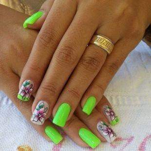 Красивые ногти френч с рисунком, ярко-салатовый летний маникюр с цветами