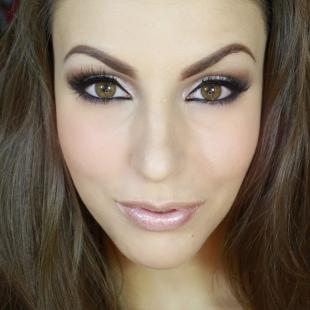 Макияж для тёмно зелёных глаз и тёмных волос, обворожительный макияж для карих глаз