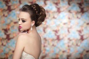 Яркий макияж для серых глаз, насыщенный свадебный макияж