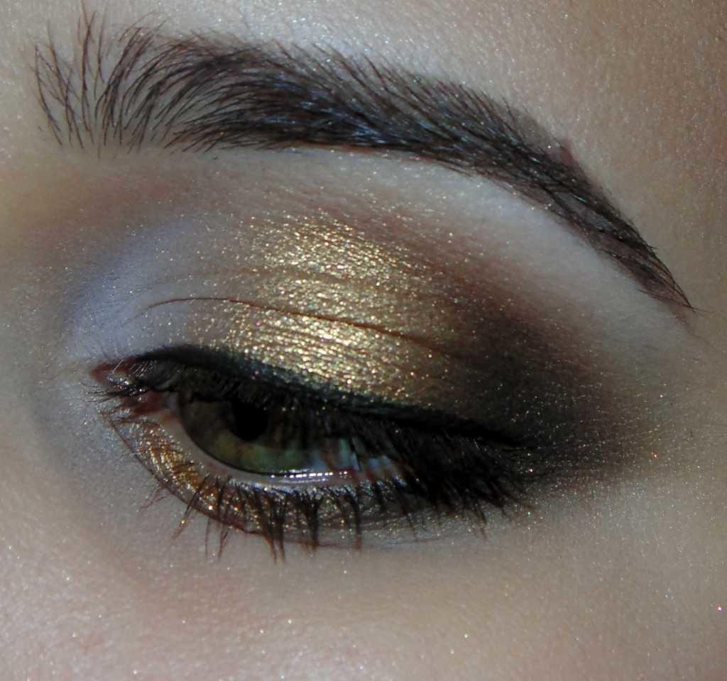 Макияж для каре зеленых глаз брюнеток пошаговое