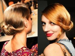 Золотисто рыжий цвет волос на средние волосы, аккуратная прическа с низким пучком