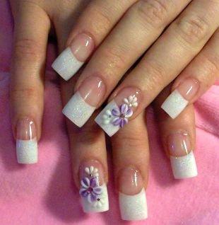 Рисунки ромашек на ногтях, французский маникюр (френч) с лепкой в виде цветов и блестками