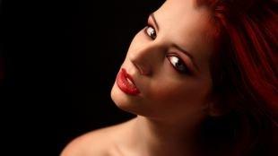 Макияж с красной помадой, вечерний макияж для рыжих