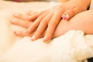 Свадебный маникюр на короткие ногти, свадебный маникюр с цветочным рисунком