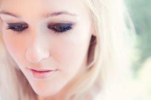 Макияж в серых тонах для серых глаз, дымчатый макияж для нависшего века