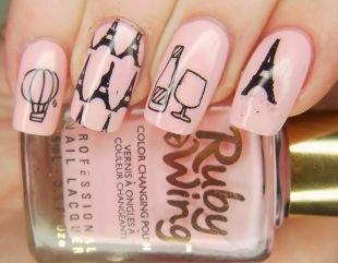 Маникюр на длинных ногтях, розовый маникюр  рисунком эйфелевой башни