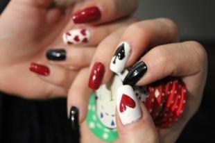 Красно-черный маникюр, карточный дизайн ногтей