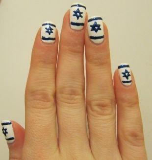Обрезной маникюр, рисунок с флагом израиля на ногтях