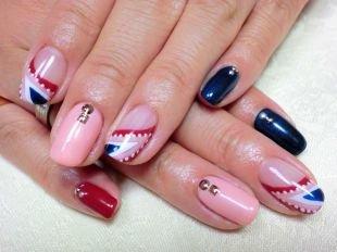 Идеи рисунков на ногтях, розовый маникюр с металлическими украшениями