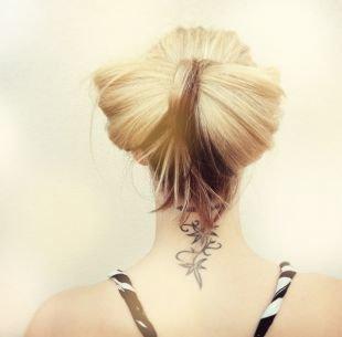 """Летние прически на средние волосы, прическа небрежный """"бант"""" из волос"""