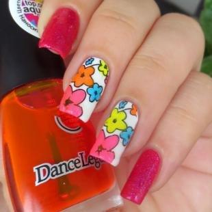 Рисунки на нарощенных ногтях, летний маникюр с цветочным дизайном