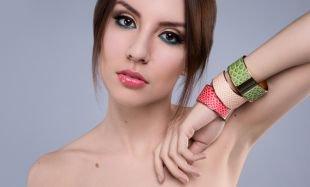 Макияж на фотосессию на природе, макияж для карих глаз с синими и персиковыми тенями