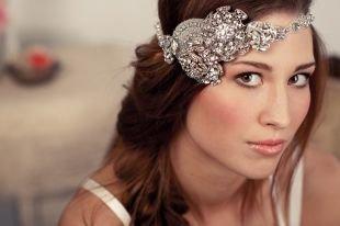Свадебные прически на средние волосы, обоятельная свадебная прическа на средние волосы с украшением