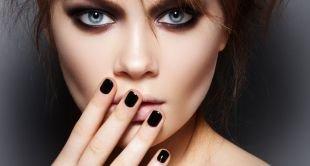 Темный маникюр, черный маникюр на коротких ногтях