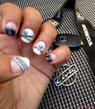 Черно-белый дизайн ногтей, маникюр с логотипами honda