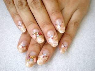Рисунки на гелевых ногтях, лунный маникюр с рисунком и камнями