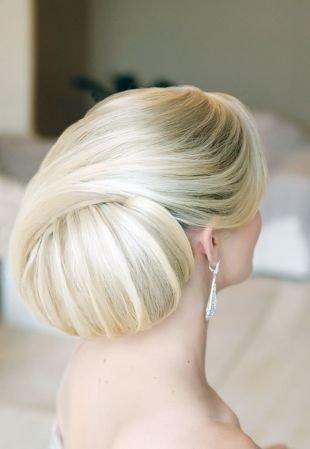 Праздничные прически, великолепная свадебныа прическа на длинные волосы